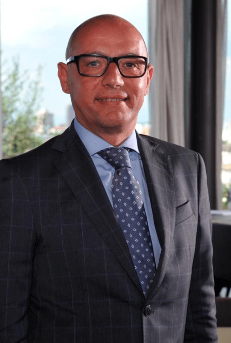 talk with diego novarino general manager hotel viu headshot