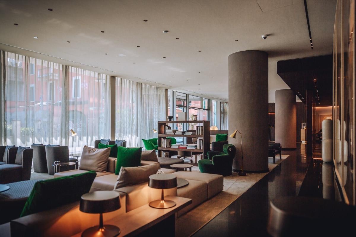 talk with diego novarino general manager hotel viu lobbyOK